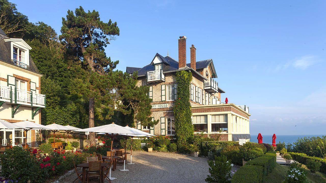 Golf-Expedition-Golf-Reizen-Frankrijk-Regio-Normandië-Dormy House-hotel-groen-parasol