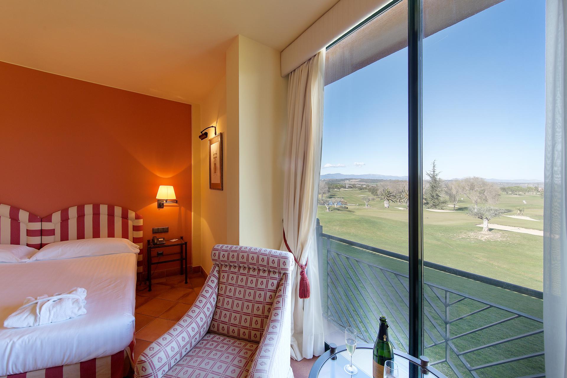 Golf-Expedition-Golf-reizen-Spanje-Regio-Barcelona-TorreMirona-Golf-&-Spa-Resort-bedroom-view