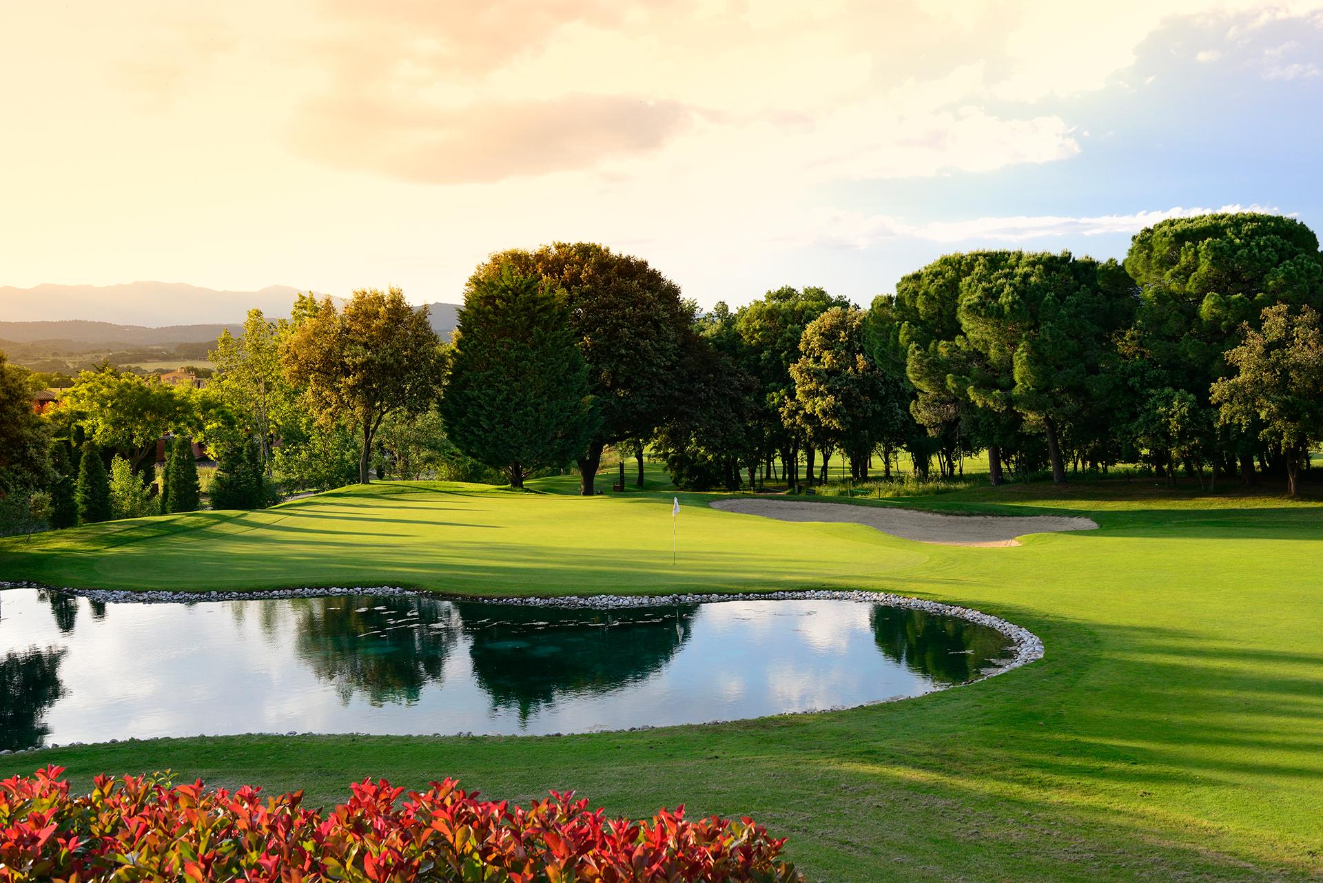 Golf-Expedition-Golf-reizen-Spanje-Regio-Barcelona-TorreMirona-Golf-&-Spa-Resort-golf-course-lake
