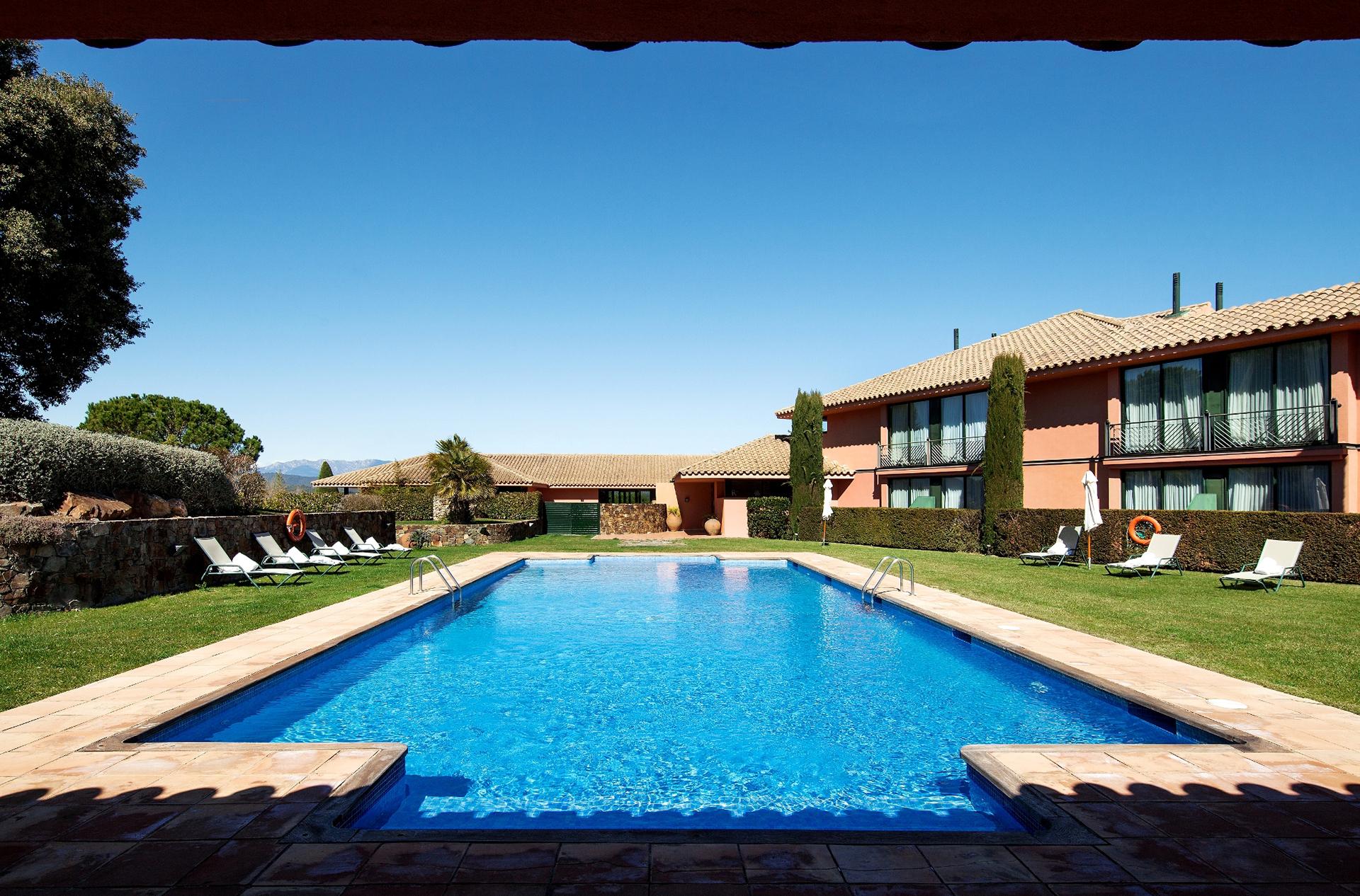 Golf-Expedition-Golf-reizen-Spanje-Regio-Barcelona-TorreMirona-Golf-&-Spa-Resort-pool-2