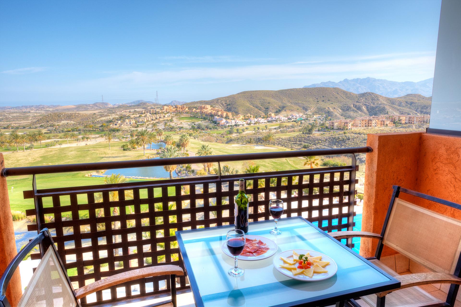 Golf-Expedition-Golf-reizen-Spanje-Regio-Valencia-Valle-Del-este-Golf-resort-double-bedroom-balcony