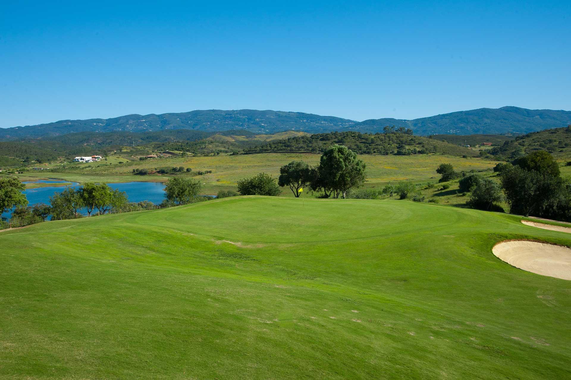 Golf-expedition-golfreizen-golfresort-Morgado-Golf-&-Country-Club-Alamos-6th-green