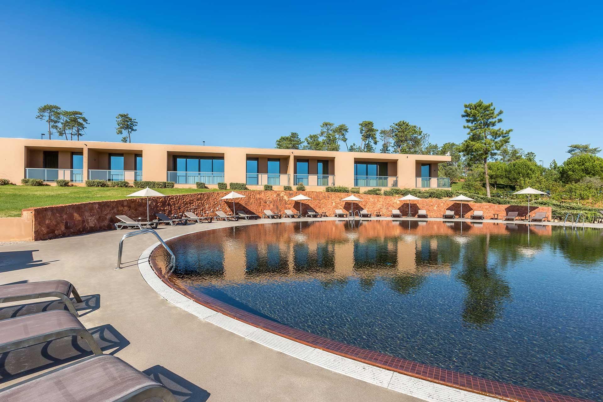 Golf-expedition-golfreizen-golfresort-Morgado-Golf-&-Country-Club-pool