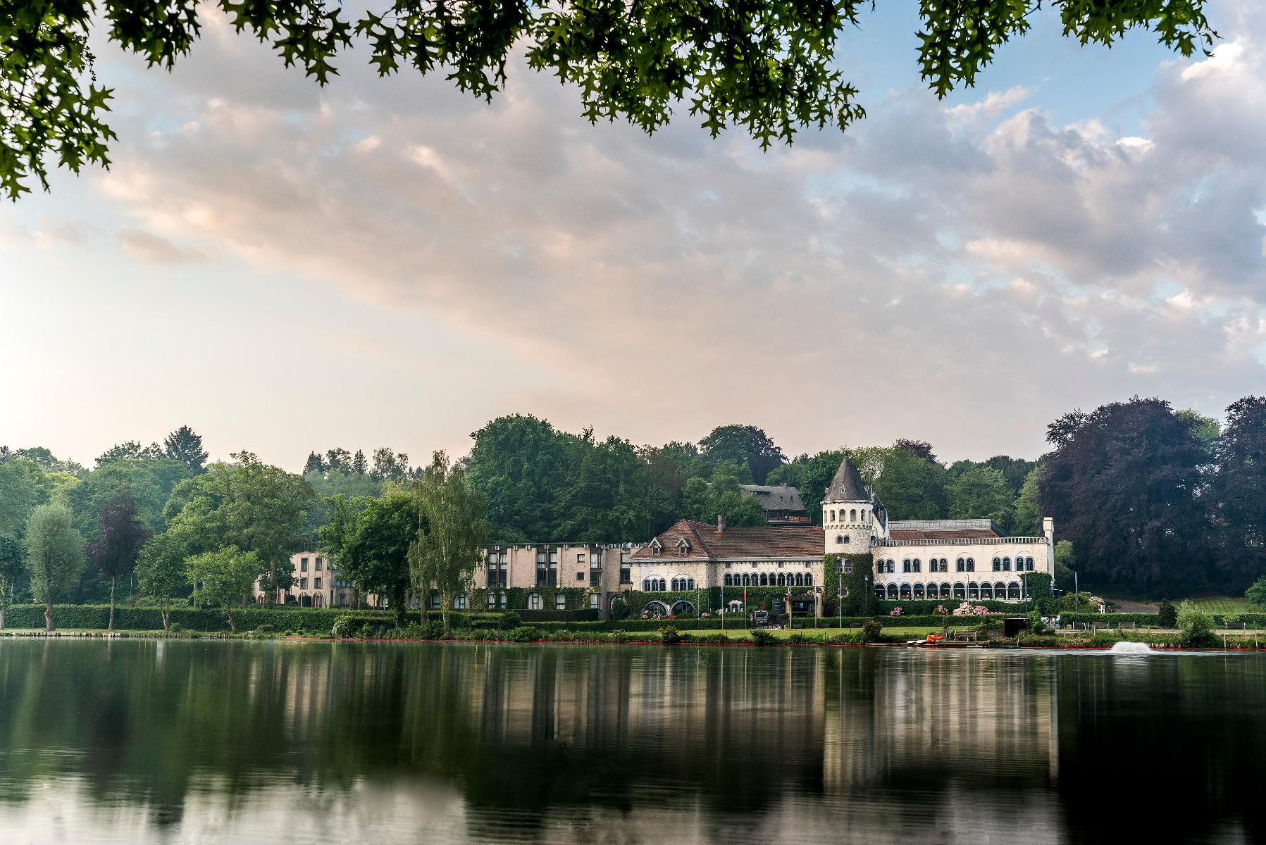 Golf-reizen-Golf-Expedition-België-Regio-Brussel-Martins-Chateau-du-Lac-lake-view