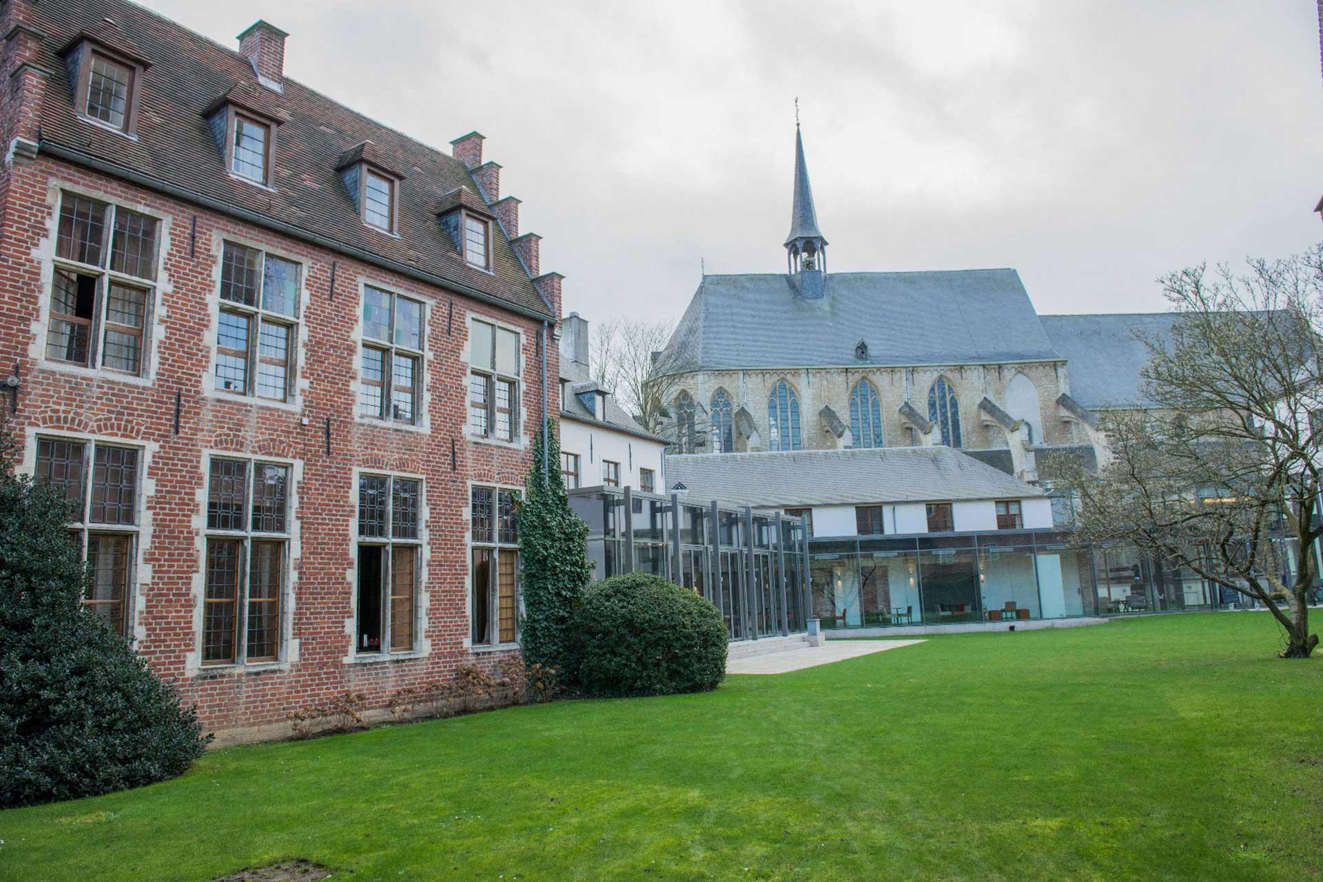 Golfexpedition-Golfreizen-België-Brussel-Klooster-Leuven-course-kerk-achtergrond