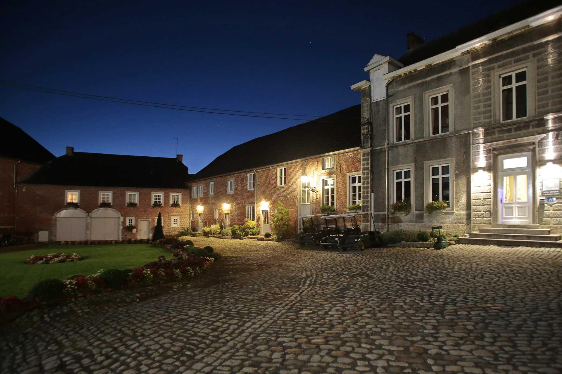 Golfexpedition-Golfreizen-België-Brussel-Pierpont-courtyard-by-night