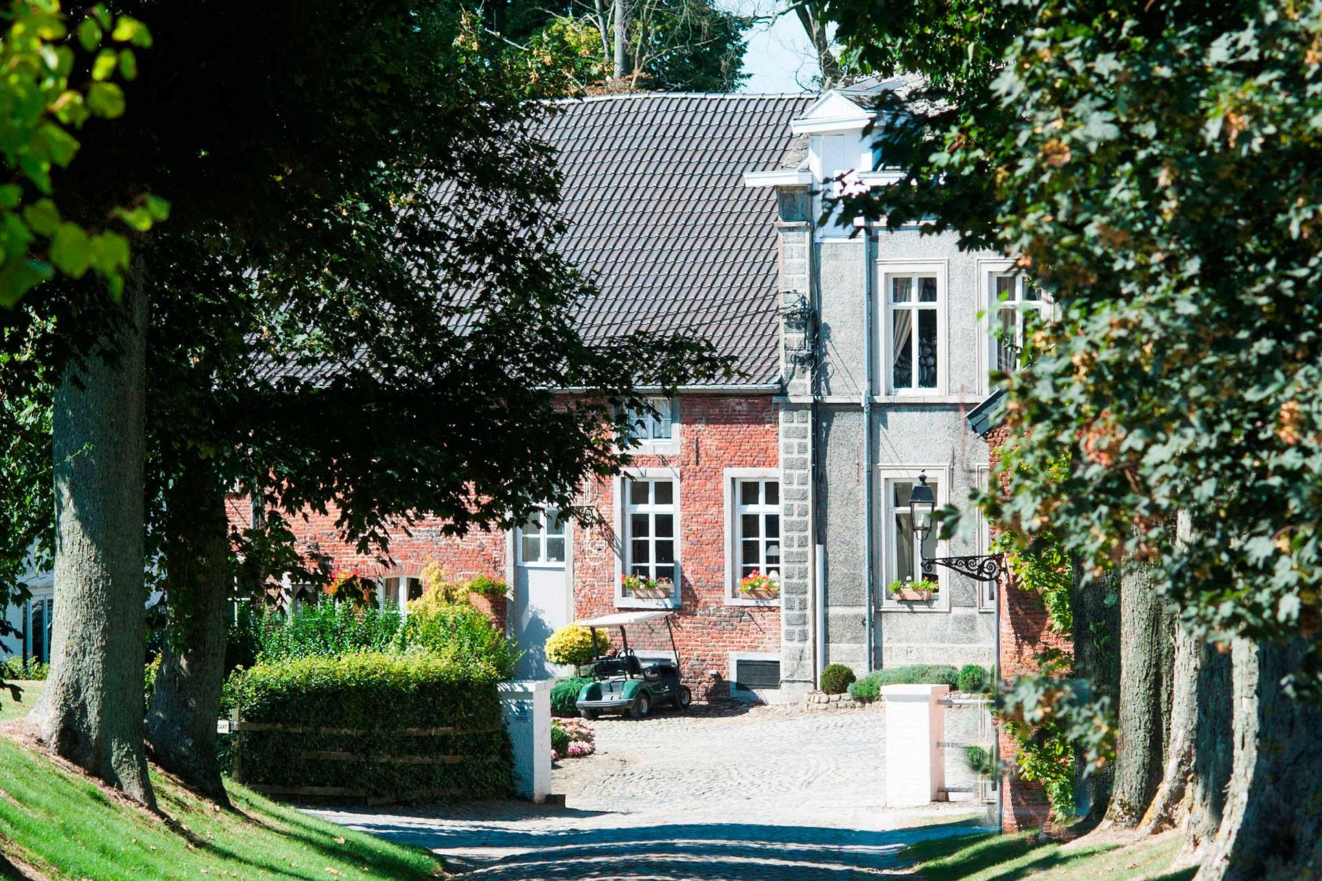 Golfexpedition-Golfreizen-België-Brussel-Pierpont-entrance-road