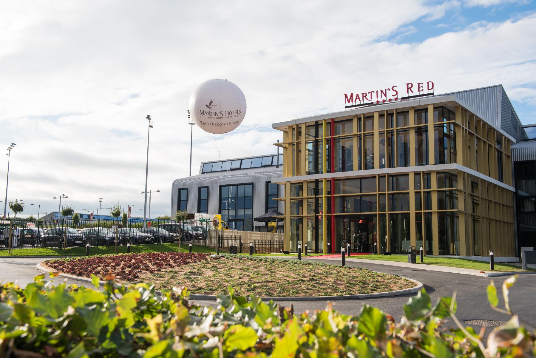 Golfexpedition-Golfreizen-België-Brussel-Red-course-gebouw-planten-rond