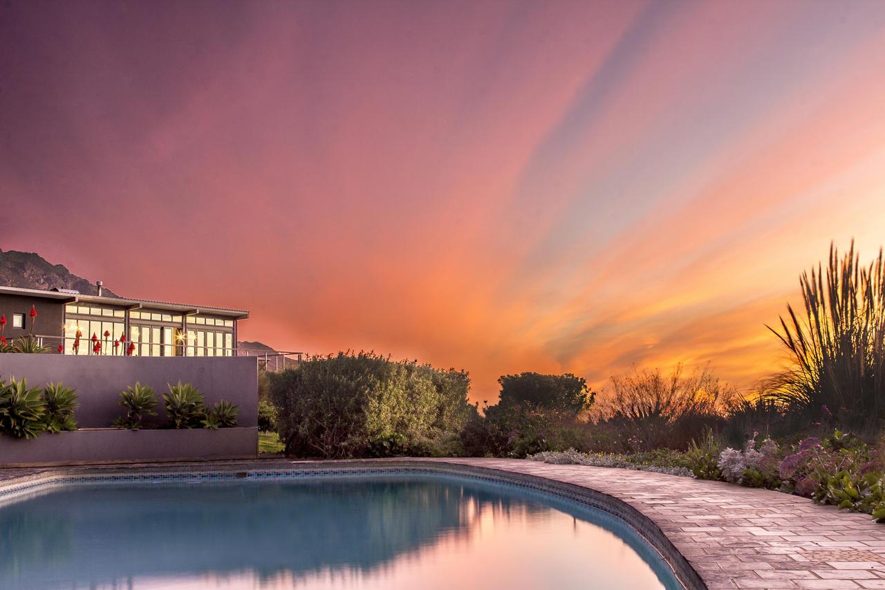 golf-expedition-golf-reis-zuid-afrika-golf-en-gastronomie-zwembad-avond.jpg