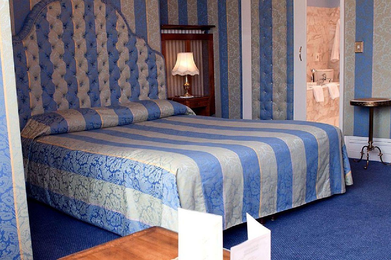 golf-expedition-golf-reizen-frankrijk-regio-champagne-grand-hotel-des-templiers-blauwe-slaapkamer-twee-personen.jpg