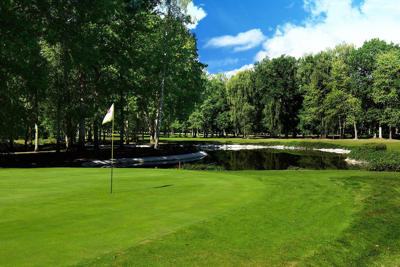 golf-expedition-golf-reizen-frankrijk-regio-champagne-grand-hotel-des-templiers-golfbaan-green-water-hazard.jpg