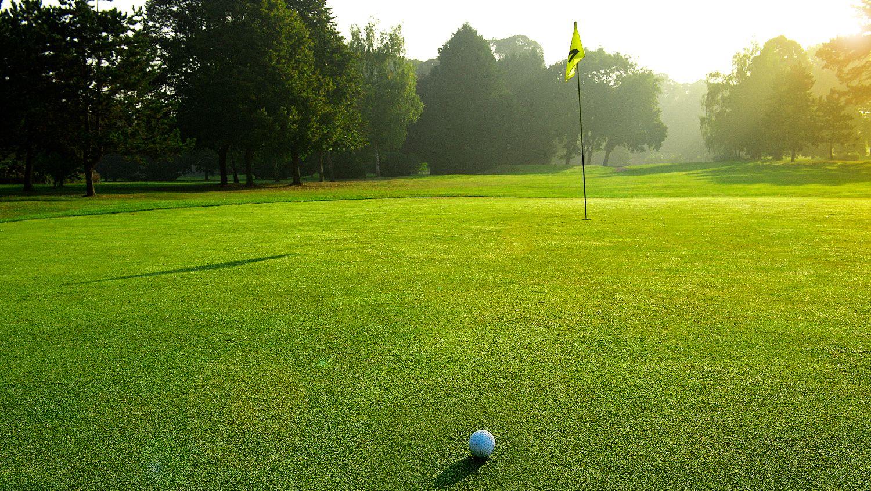 golf-expedition-golf-reizen-frankrijk-regio-champagne-grand-hotel-des-templiers-golfbar-op-green.jpg