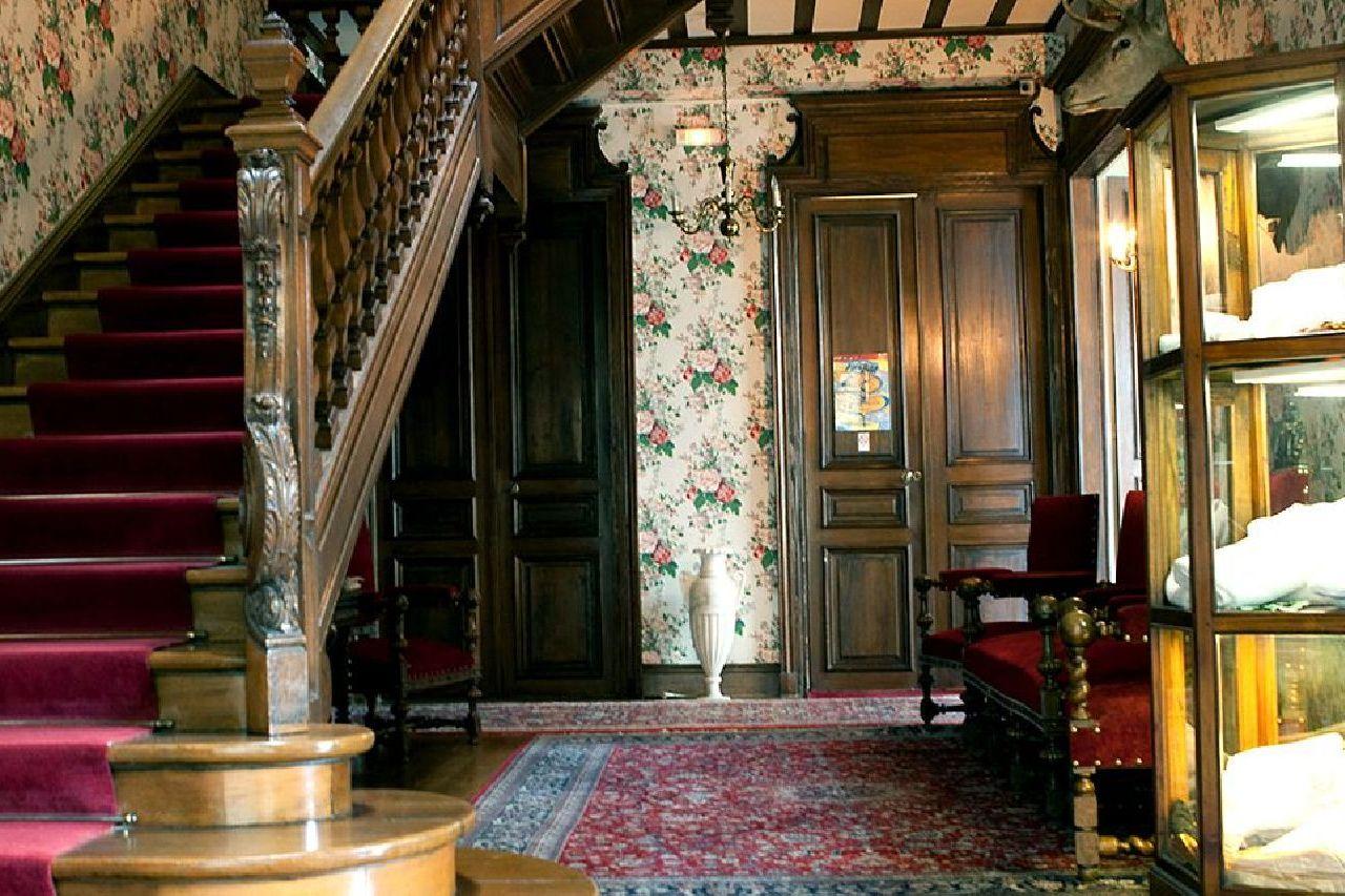 golf-expedition-golf-reizen-frankrijk-regio-champagne-grand-hotel-des-templiers-klassiek-interieur-trap.jpg