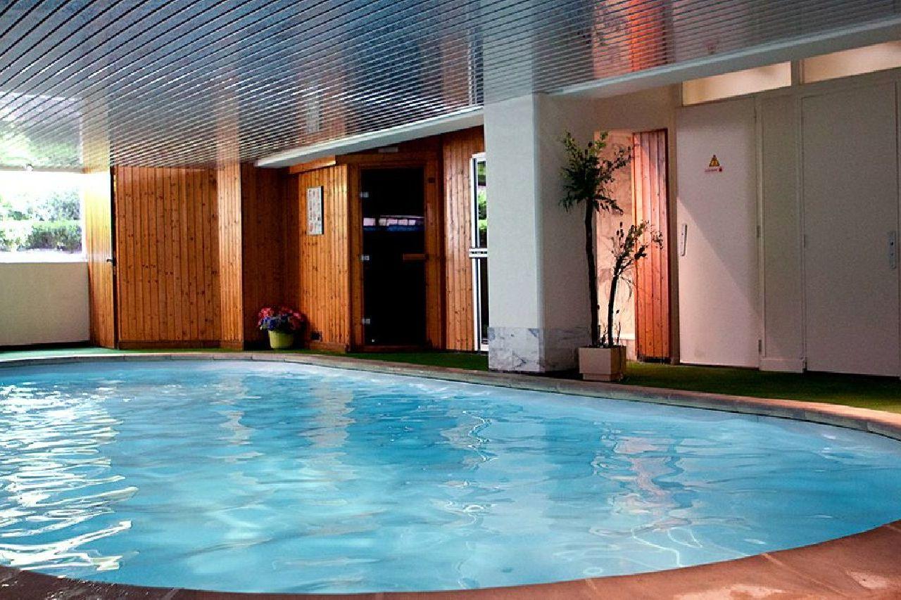 golf-expedition-golf-reizen-frankrijk-regio-champagne-grand-hotel-des-templiers-zwembad-binnen.jpg