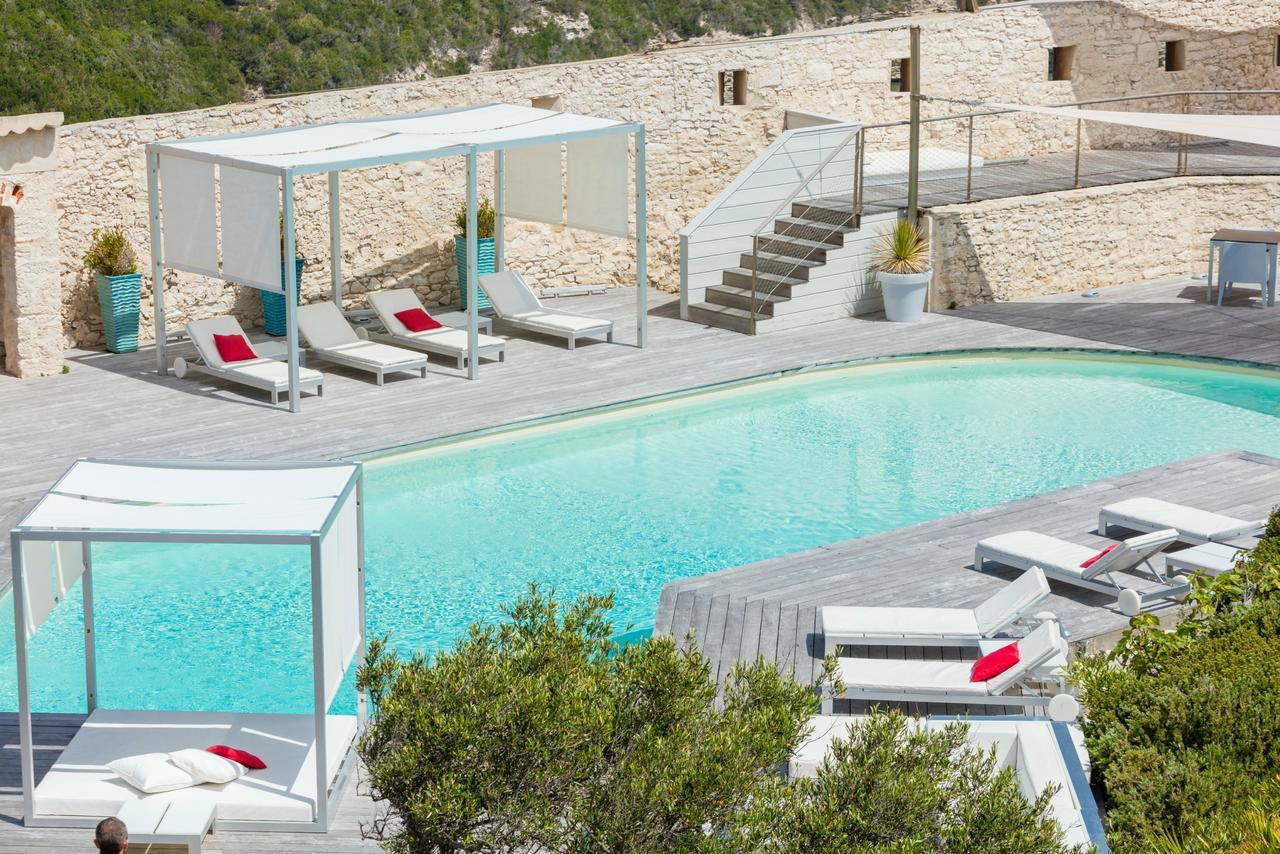golf-expedition-golf-reizen-frankrijk-regio-corsica-hotel-genovese-zwembad-met-ligbedden-lounge