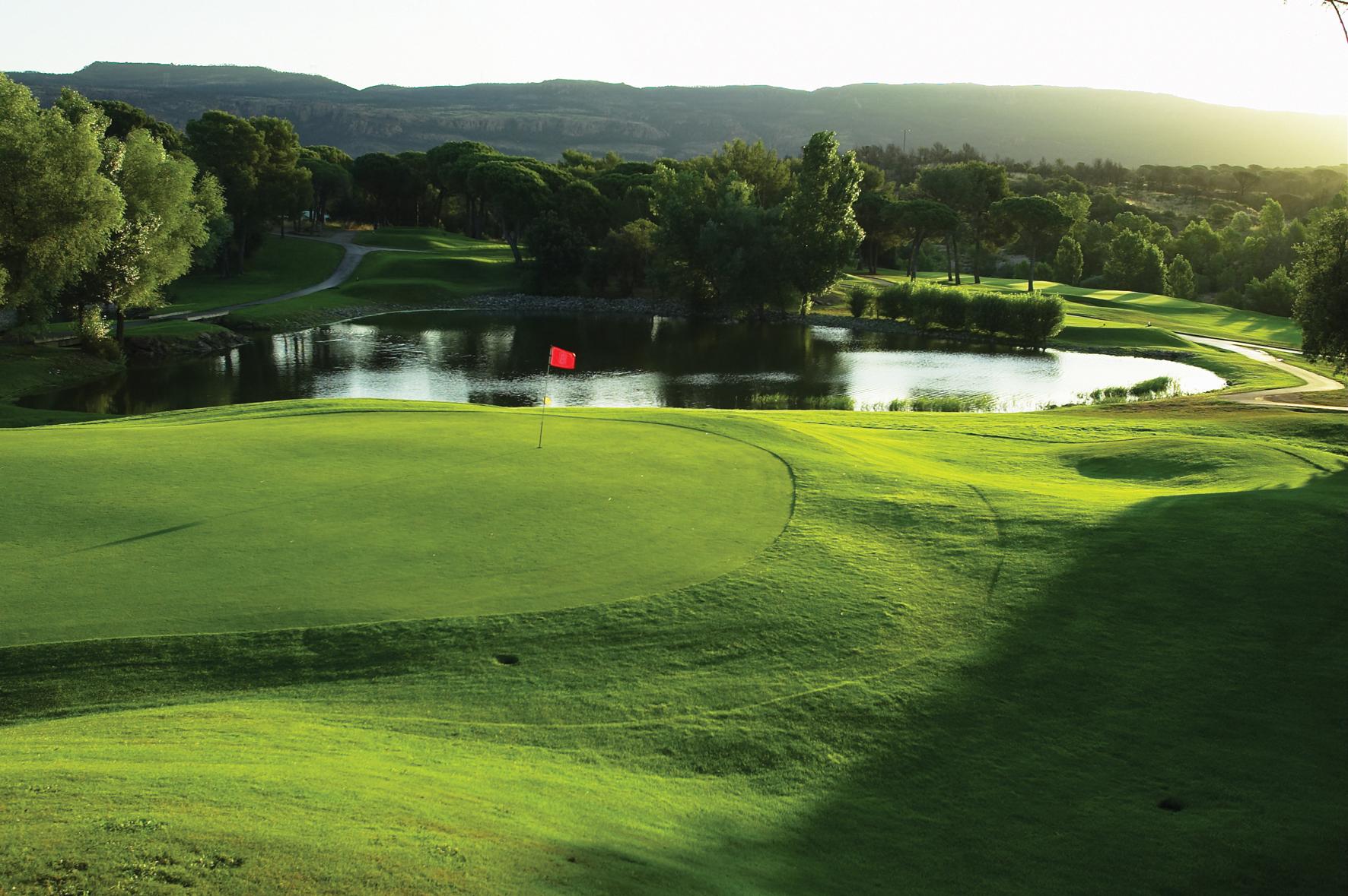 golf-expedition-golf-reizen-frankrijk-regio-cote-d'azur-Les-Domaines-de-Saint-Endréol-Golf-en-Spa-Resort-golfbaan-met-water-hazard