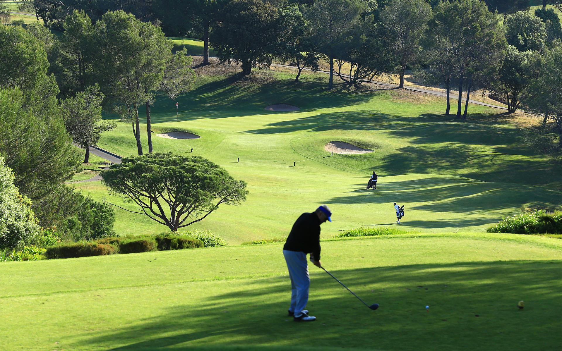 golf-expedition-golf-reizen-frankrijk-regio-cote-d'azur-Les-Domaines-de-Saint-Endréol-Golf-en-Spa-Resort-golfers-op-golfbaan