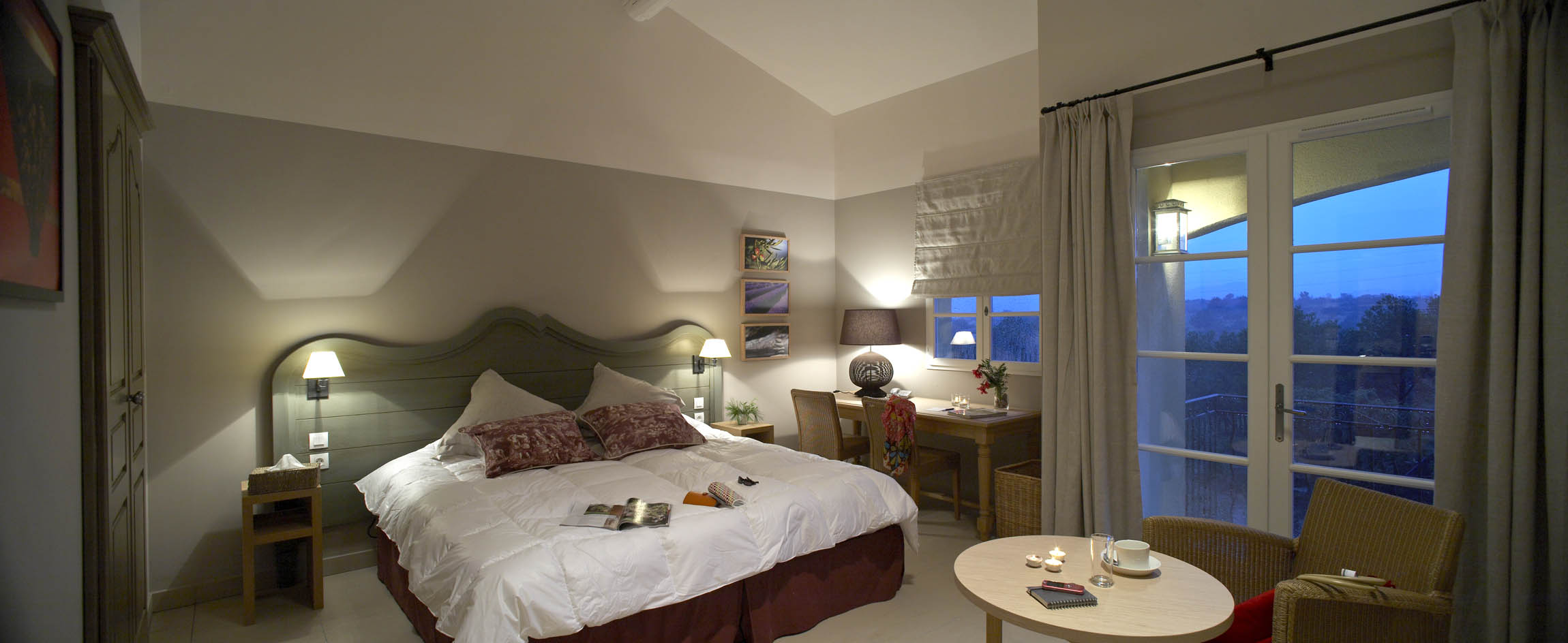 golf-expedition-golf-reizen-frankrijk-regio-cote-d'azur-Les-Domaines-de-Saint-Endréol-Golf-en-Spa-Resort-luxe-slaapkamer-met-balkon