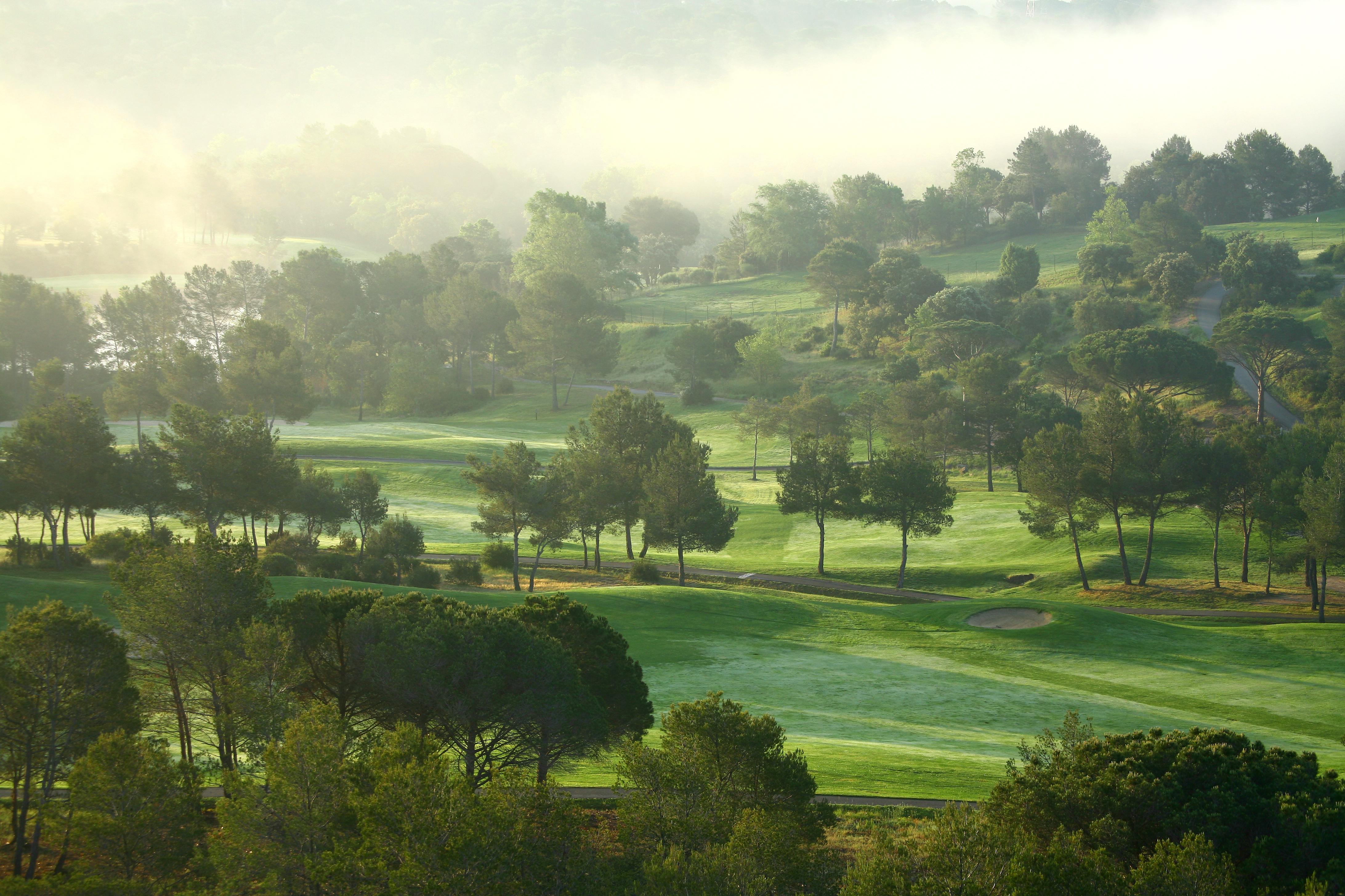 golf-expedition-golf-reizen-frankrijk-regio-cote-d'azur-Les-Domaines-de-Saint-Endréol-Golf-en-Spa-Resort-mistige-golfbaan