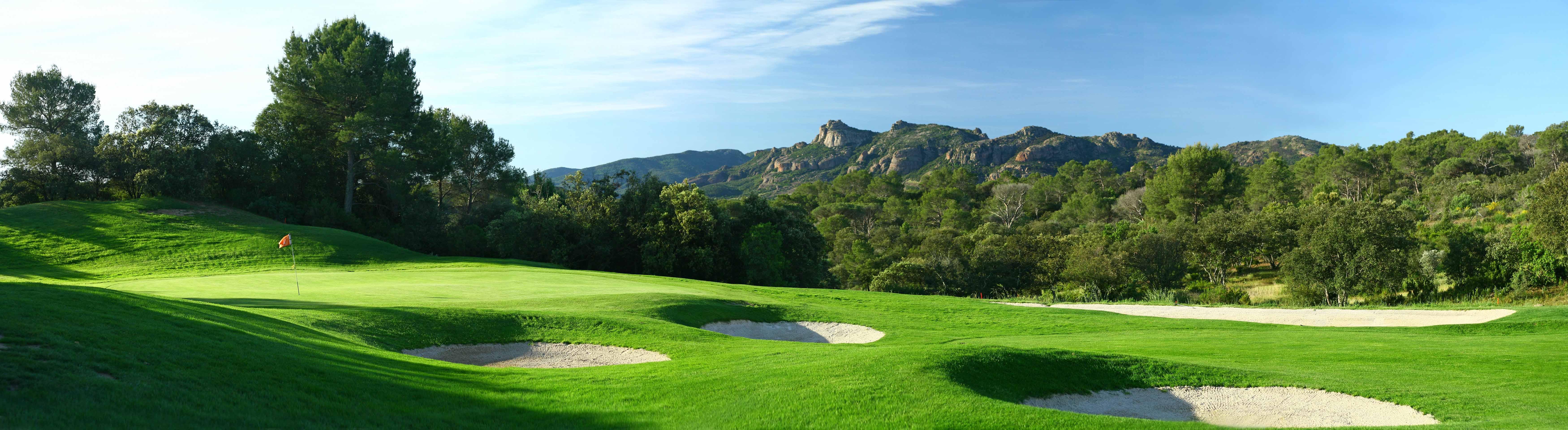 golf-expedition-golf-reizen-frankrijk-regio-cote-d'azur-Les-Domaines-de-Saint-Endréol-Golf-en-Spa-Resort-panorama-golfbaan-omgeving