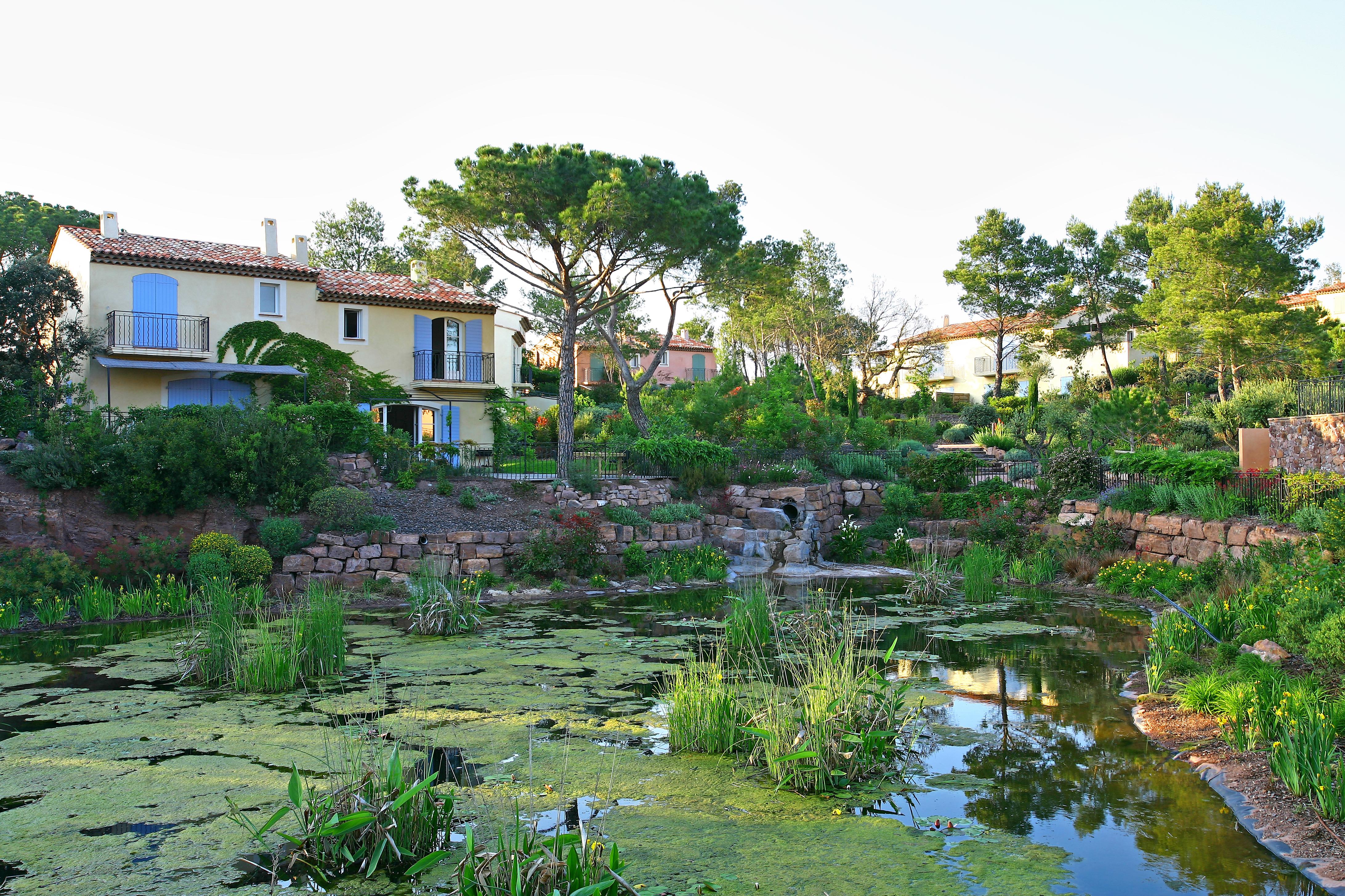 golf-expedition-golf-reizen-frankrijk-regio-cote-d'azur-Les-Domaines-de-Saint-Endréol-Golf-en-Spa-Resort-tuin