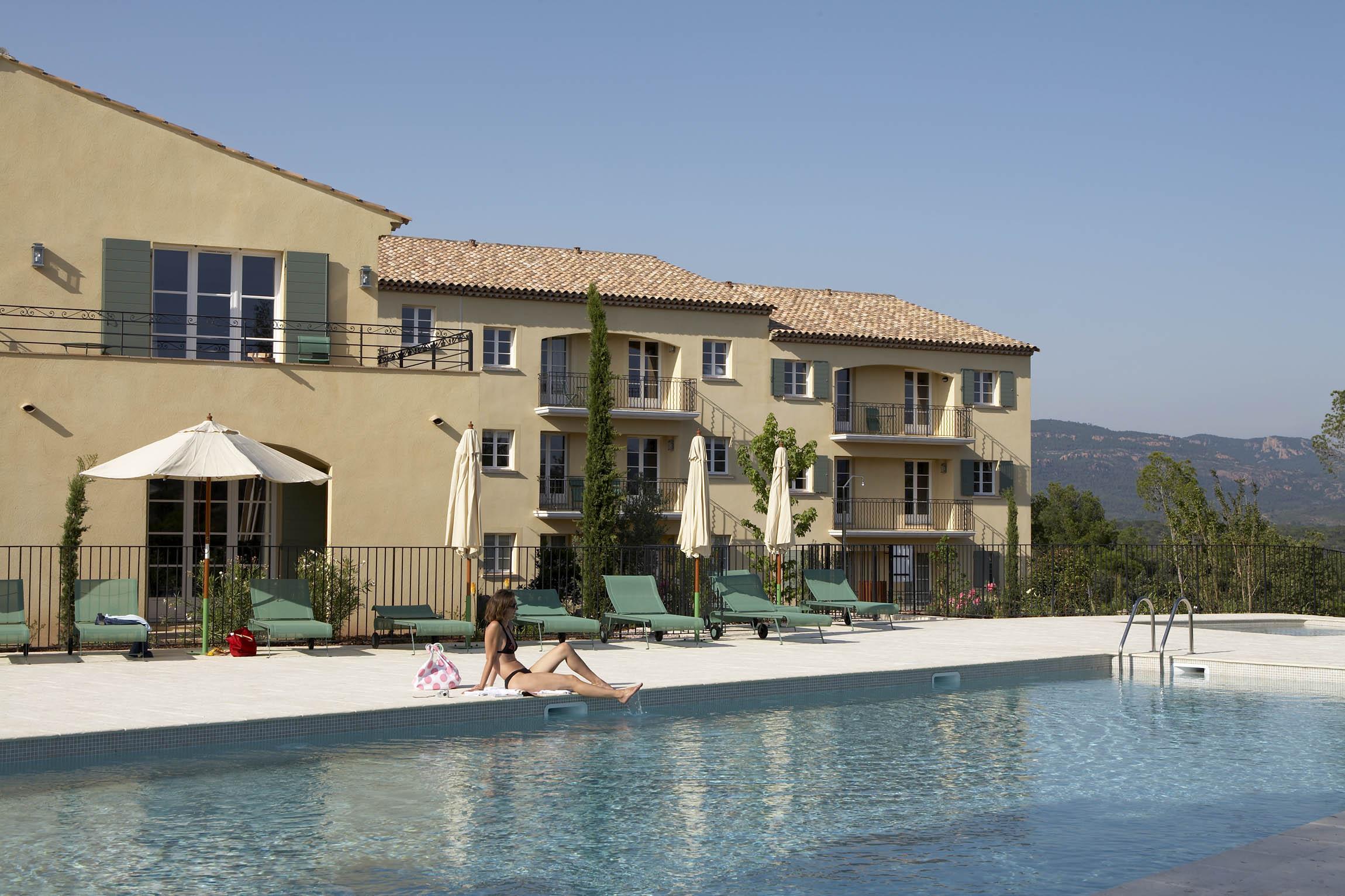 golf-expedition-golf-reizen-frankrijk-regio-cote-d'azur-Les-Domaines-de-Saint-Endréol-Golf-en-Spa-Resort-villa-met-aanliggend-zwembad
