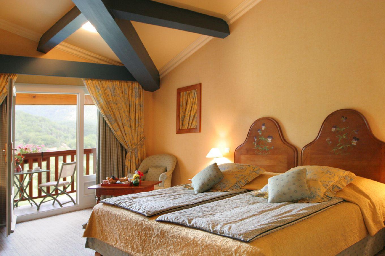 golf-expedition-golf-reizen-frankrijk-regio-languedoc-roussillon-domaine-de-falgos-bovenste-verdieping-slaapkamer-met-balkon.jpg