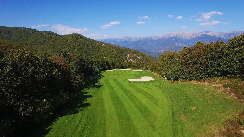 golf-expedition-golf-reizen-frankrijk-regio-languedoc-roussillon-domaine-de-falgos-prachtige-golfbaan-gelegen-in-de-bergen-met-mooi-uitzicht.jpg