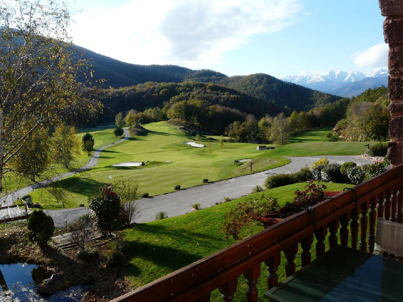 golf-expedition-golf-reizen-frankrijk-regio-languedoc-roussillon-domaine-de-falgos-uitzicht-op-bergen-vanuit-terras.jpg