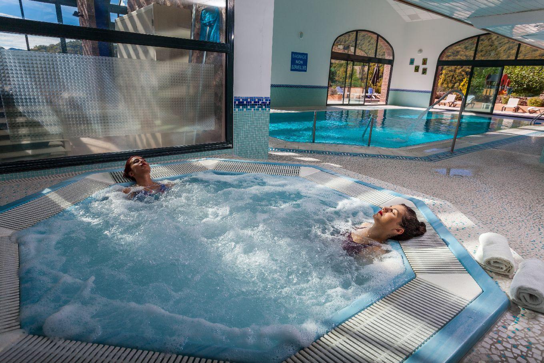 golf-expedition-golf-reizen-frankrijk-regio-languedoc-roussillon-domaine-de-falgos-wellness-area-spa-ontspanning-jacuzzi-zwembad.jpg