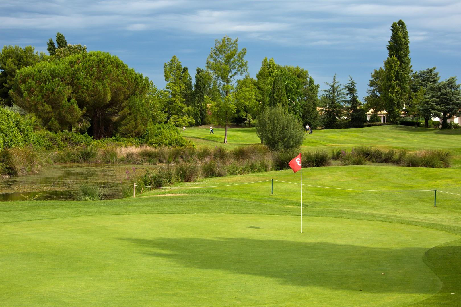 golf-expedition-golf-reizen-frankrijk-regio-languedoc-roussillon-domaine-de-verchant-golfbaan-green-water-hazard