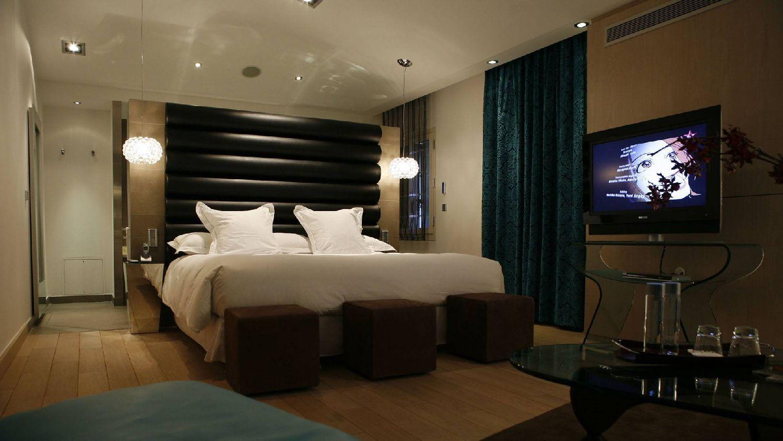 golf-expedition-golf-reizen-frankrijk-regio-languedoc-roussillon-domaine-de-verchant-modern-stijlvol-slaapkamer-tv