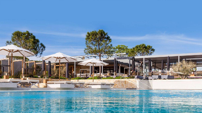 golf-expedition-golf-reizen-frankrijk-regio-languedoc-roussillon-domaine-de-verchant-zwembad-lounge