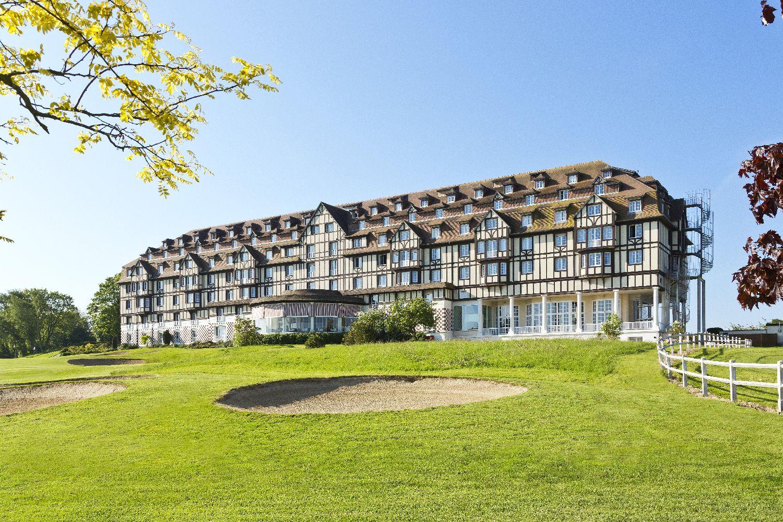 golf-expedition-golf-reizen-frankrijk-regio-normandië-hotel-du-golf-barriere-hotel-vanaf-golfbaan-bunker.jpg