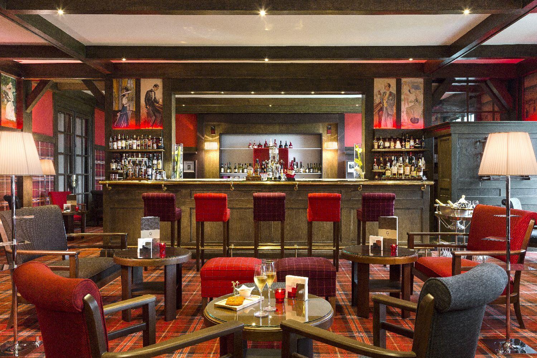 golf-expedition-golf-reizen-frankrijk-regio-normandië-hotel-du-golf-barriere-rode-stijl-bar-met-lounge.jpg