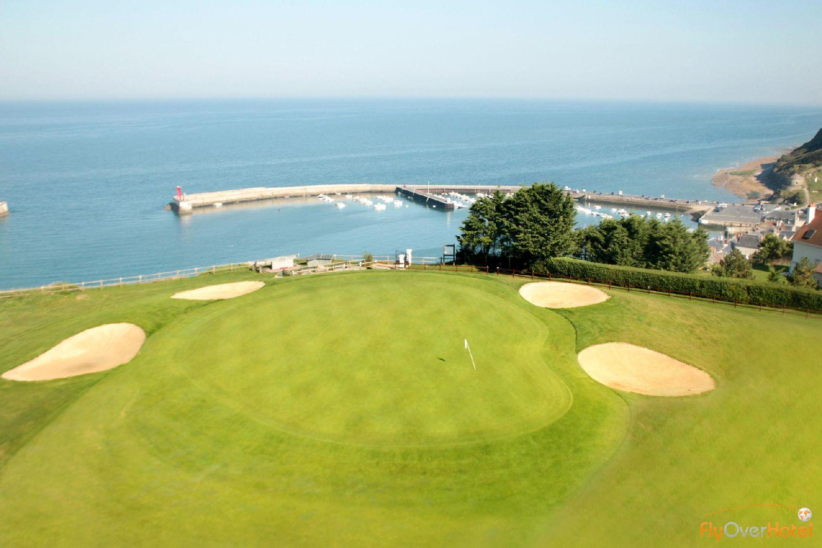 golf-expedition-golf-reizen-frankrijk-regio-normandië-hotel-mercure-omaha-beach-golfbaan-green-bunkers-gelegen-aan-zee-haven.jpg
