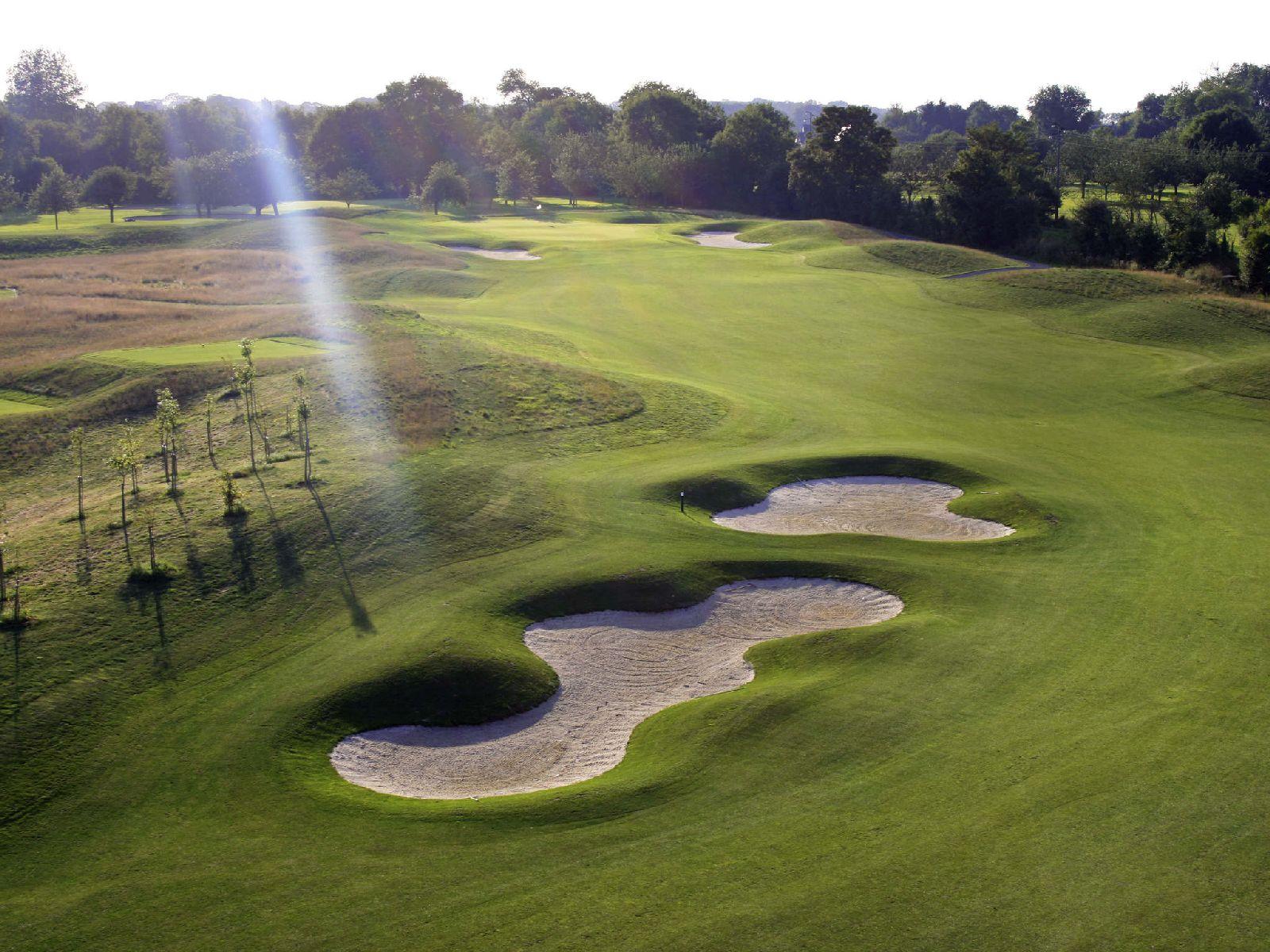 golf-expedition-golf-reizen-frankrijk-regio-normandië-hotel-mercure-omaha-beach-golfbaan-met-bunker.jpg