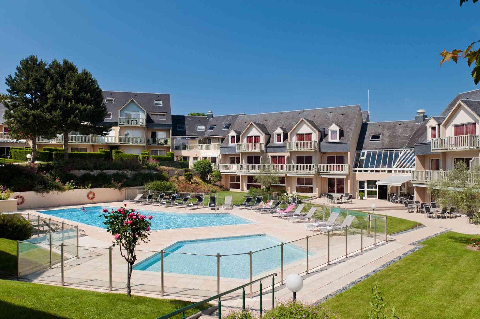 golf-expedition-golf-reizen-frankrijk-regio-normandië-hotel-mercure-omaha-beach-hotel-met-luxe-zwembad.jpg