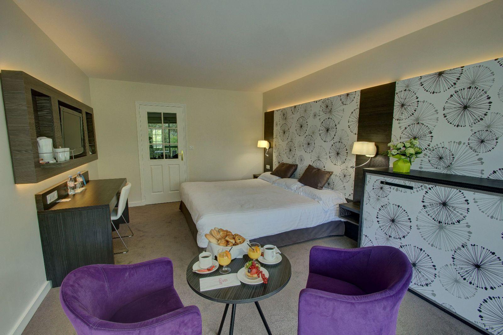 golf-expedition-golf-reizen-frankrijk-regio-pas-de-calais-hotel-du-parc-slaapkamer-stoelen-tafel-bureau.jpg