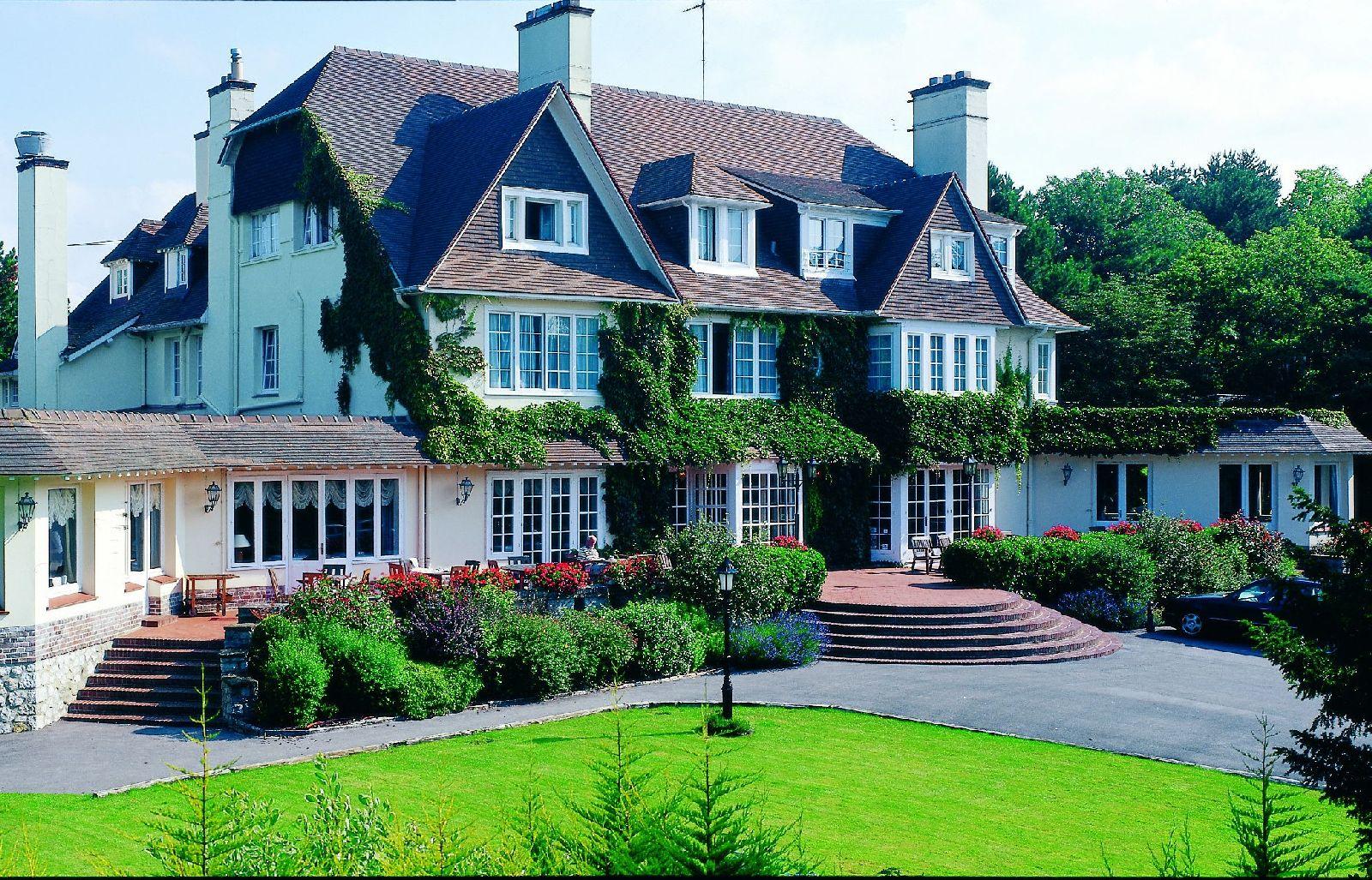 golf-expedition-golf-reizen-frankrijk-regio-pas-de-calais-le-manoir-hotel-luxe-hotel-voorkant.jpg