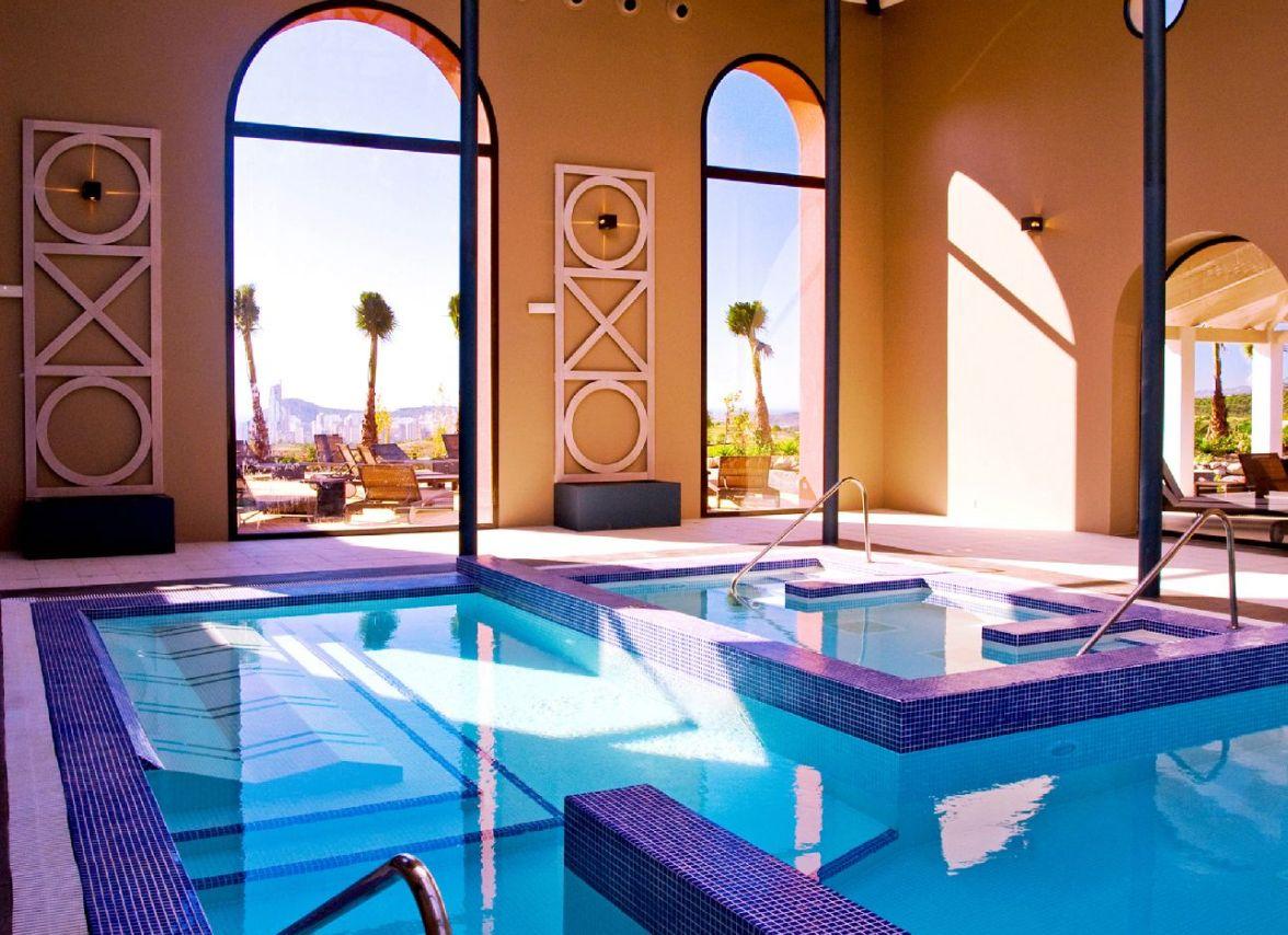 golf-expedition-golf-reizen-spanje-regio-alicante-melia-villaitana-golf-resort-binnen-spa-zwembad.jpg.jpg