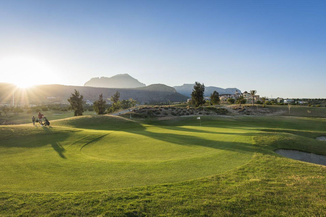 golf-expedition-golf-reizen-spanje-regio-alicante-melia-villaitana-golf-resort-golfbaan-green.jpg