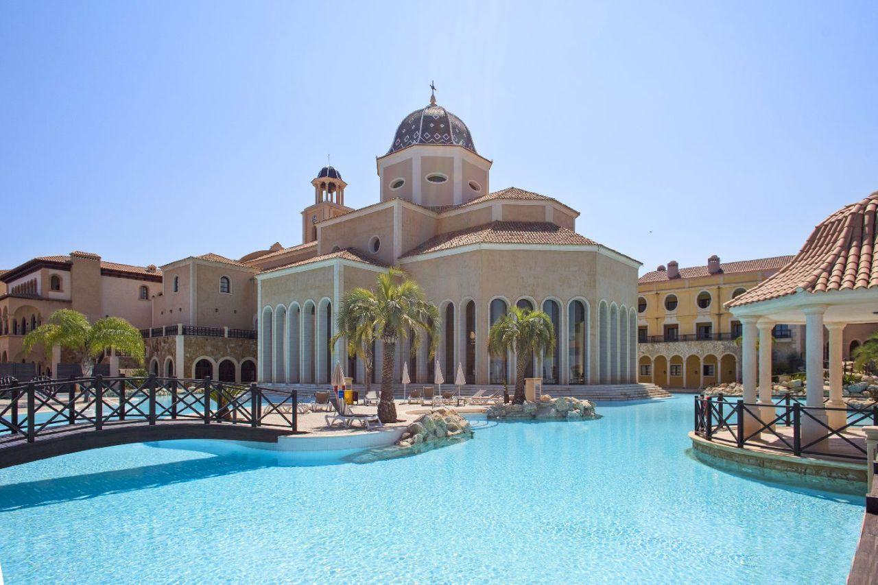 golf-expedition-golf-reizen-spanje-regio-alicante-melia-villaitana-golf-resort-resort-met-groot-zwembad.jpg